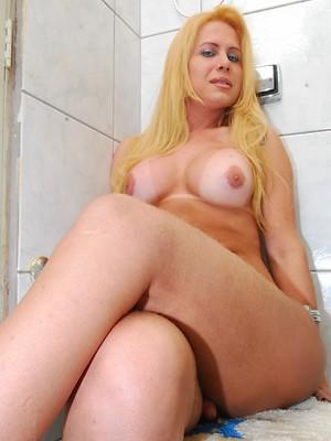 Blonde TS cutie Renata posing in the bathroom