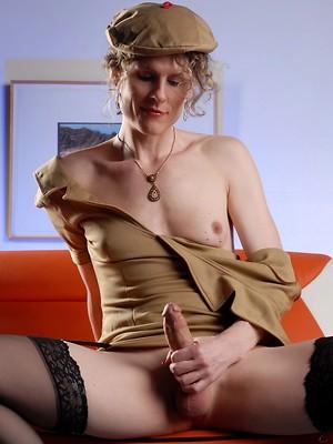 Hot tranny toying her sweet asshole